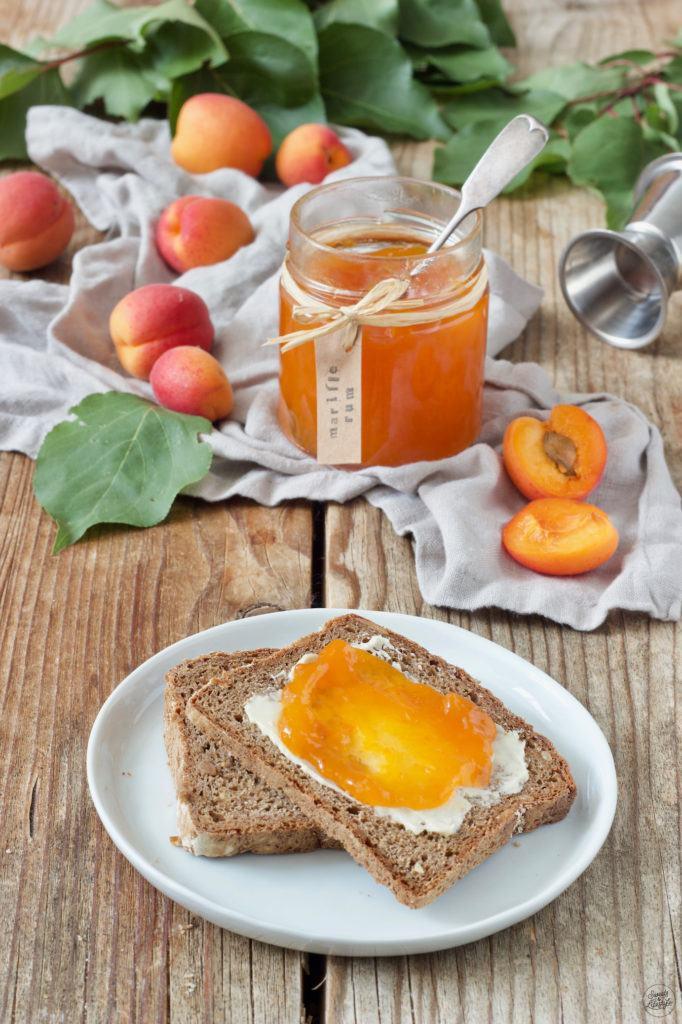 Fruchtige Marillenmarmelade mit einem Schuss Rum von Sweets & Lifestyle®