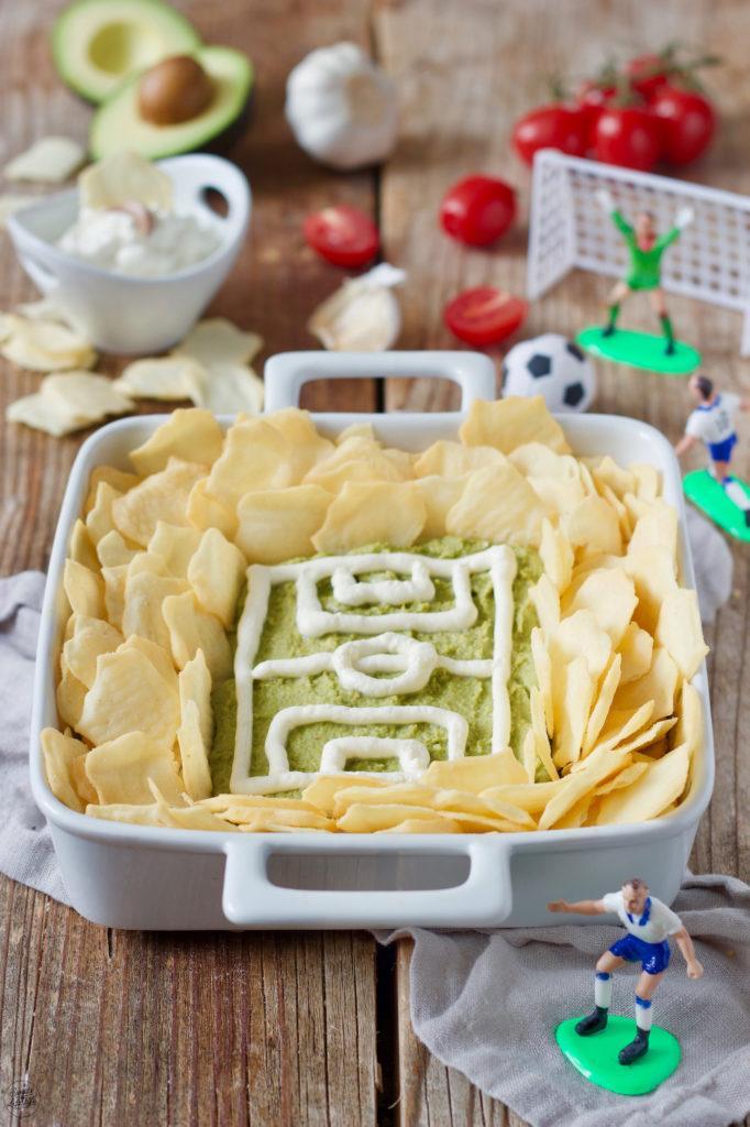 Guacamole Fussballstadion als Fingerfood serviert zum WM gucken von Sweets & Lifestyle®