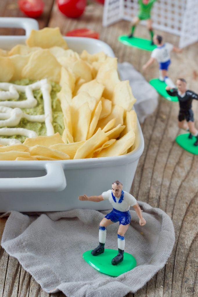 Guacamole Fussballstadion als WM Fingerfood zum Fussball gucken serviert von Sweets & Lifestyle®