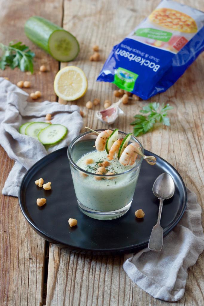 Kalte Gurkensuppe mit Buttermilch, Garnelen und Backerbsen von Sweets & Lifestyle®