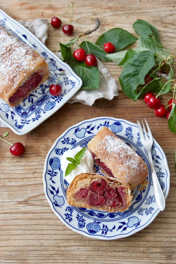Kirschenstrudel nach Omas Rezept von Sweets & Lifestyle®