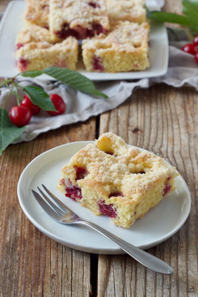 Schneller Kirschkuchen mit Streusel nach einem Rezept von Sweets & Lifestyle®