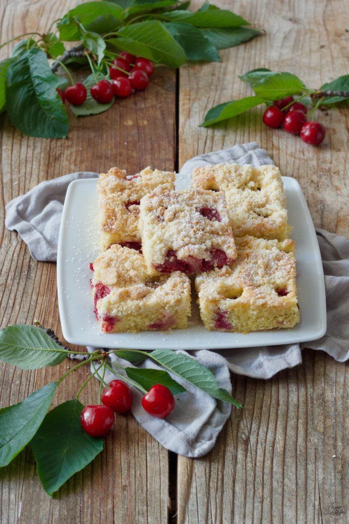 Schneller Kirschkuchen vom Blech mit Streusel von Sweets & Lifestyle®