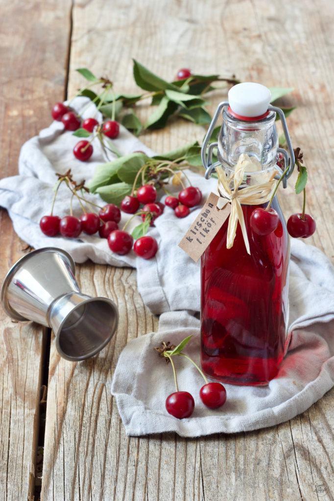 Sofort trinkfertiger Kirschlikör mit Korn nach einem Rezept von Sweets & Lifestyle®