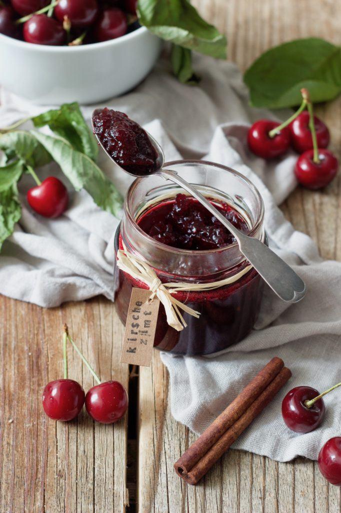 Kirschmarmelade mit Zimt nach einem Rezept von Sweets & Lifestyle®