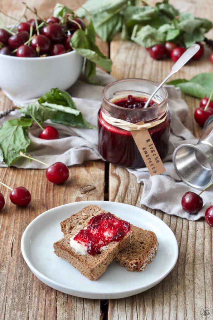 Leckere Kirschmarmelade mit Amaretto nach einem Rezept von Sweets & Lifestyle®