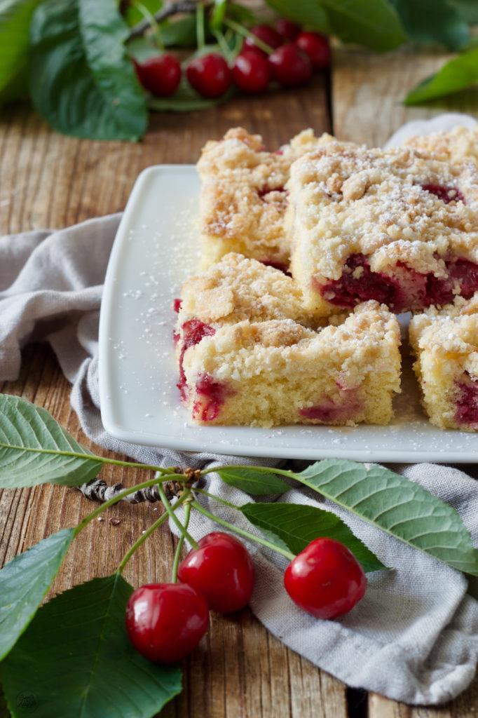 Leckerer einfacher Kirschkuchen mit Streusel von Sweets & Lifestyle®