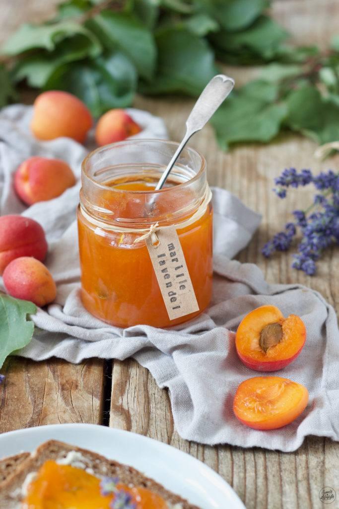 Fruchtige Marillenmarmelade mit Lavendel verfeinert nach einem Rezept von Sweets & Lifestyle®