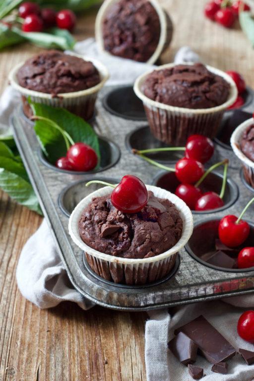 Saftige Schoko-Kirsch-Muffins nach einem Rezept von Sweets & Lifestyle®