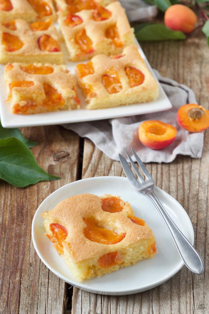 Saftiger Marillenkuchen vom Blech nach einem Rezept von Sweets & Lifestyle®