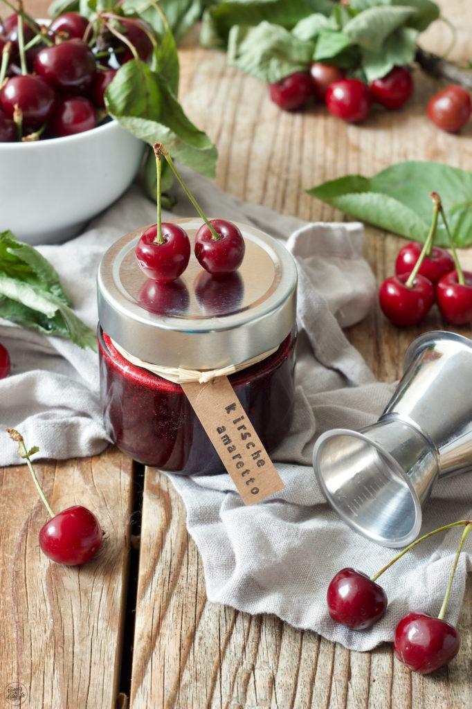 Selbst gemachte Kirschmarmelade mit Amaretto verfeinert von Sweets & Lifestyle®