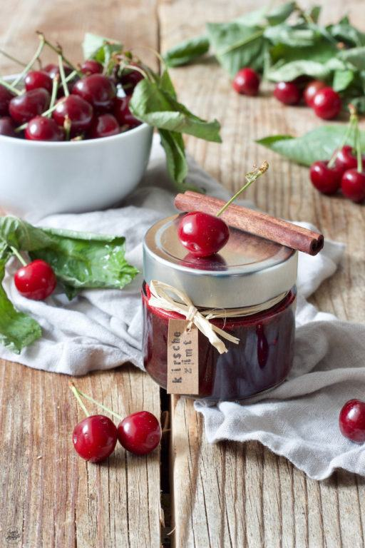 Selbst gemachte Kirschmarmelade mit Zimt verfeinert von Sweets & Lifestyle®