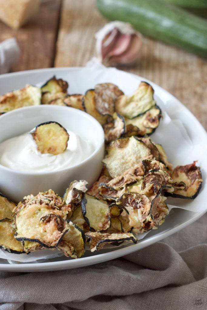 Knusprige Zucchini Chips mit Parmesan von Sweets & Lifestyle®