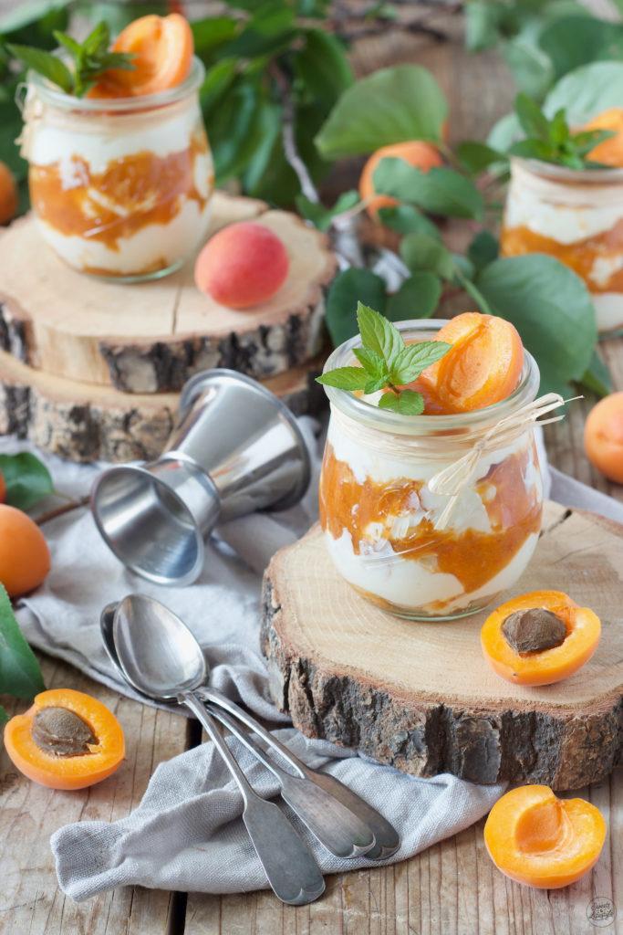 Aprikosen Tiramisu ohne Ei serviert im Glas von Sweets & Lifestyle®