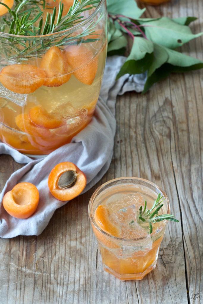 Leckere Aprikosenbowle nach einem Rezept von Sweets & Lifestyle®