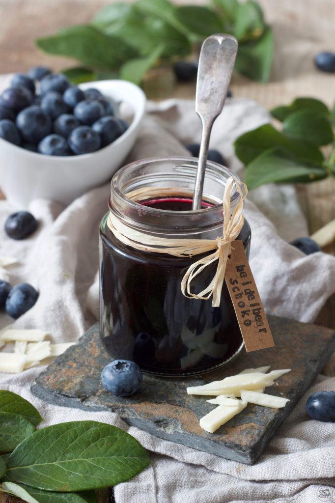 Blaubeermarmelade mit weißer Schokolade nach einem Rezept von Sweets & Lifestyle®