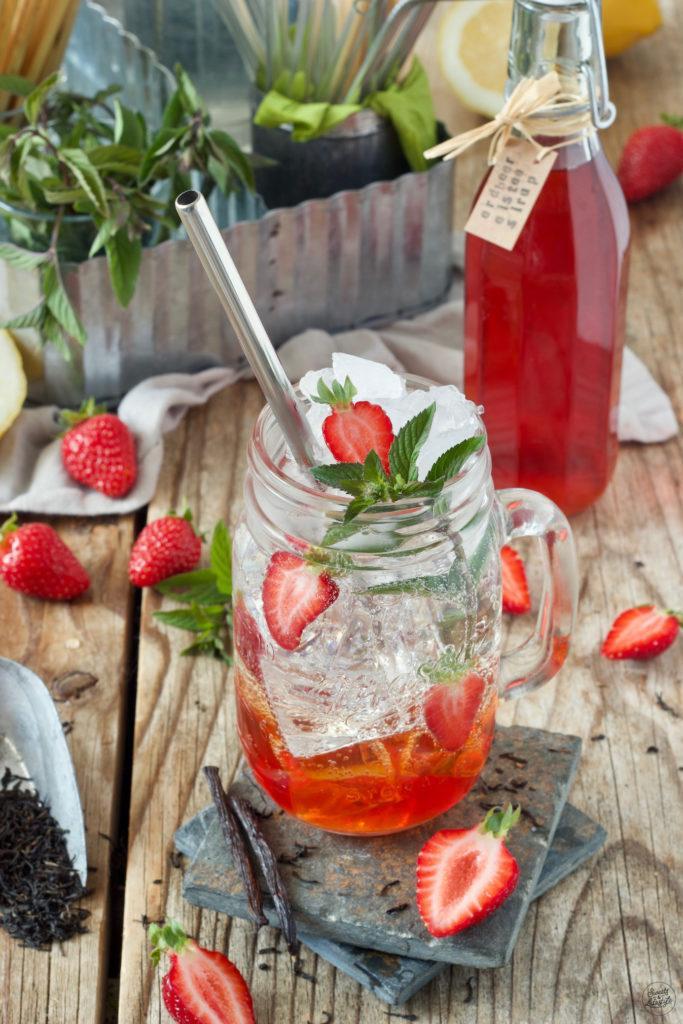 Erdbeer Eistee mit selbst gemachtem Erdbeer-Eistee-Sirup hergestellt von Sweets & Lifestyle®