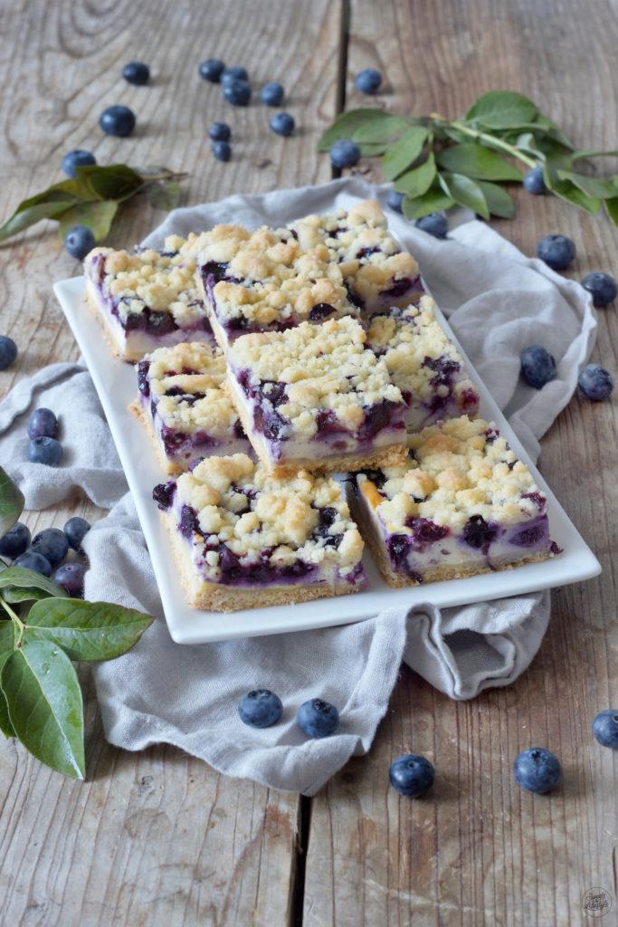 Heidelbeerkuchen mit Topfen und Streusel vom Blech nach einem Rezept von Sweets & Lifestyle®