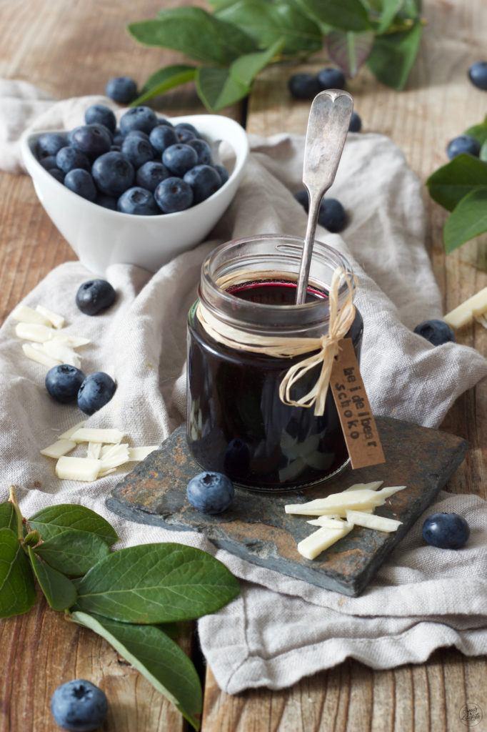 Heidelbeermarmelade mit weißer Schokolade nach einem Rezept von Sweets & Lifestyle®