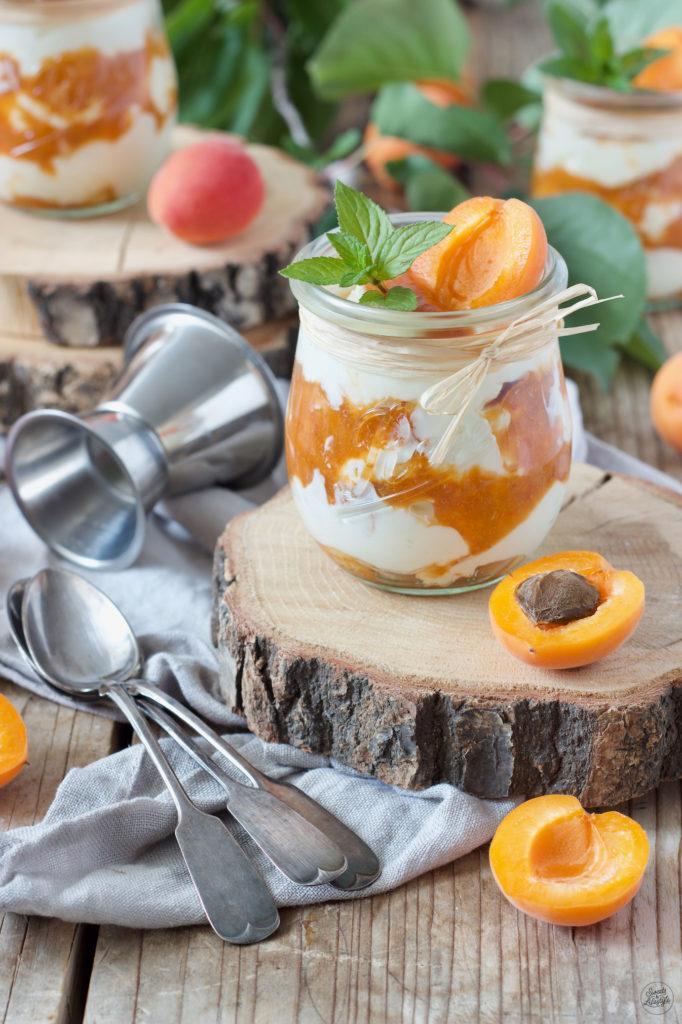 Marillen Tiramisu ohne Ei serviert im Glas von Sweets & Lifestyle®