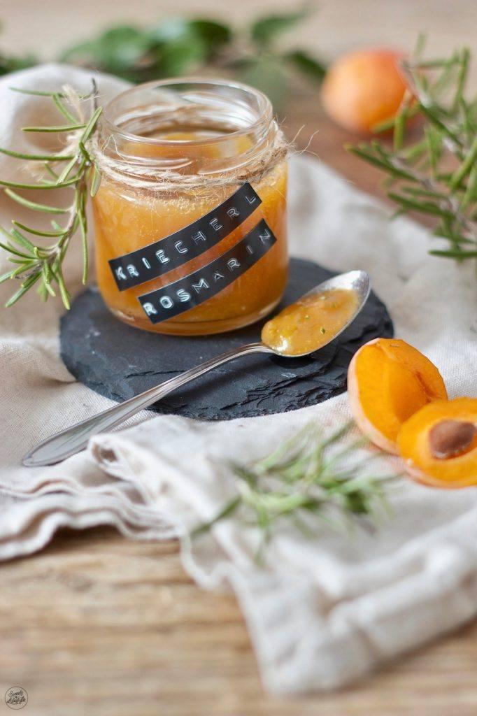 Mirabellenmarmelade mit Rosmarin nach einem Rezept von Sweets & Lifestyle®