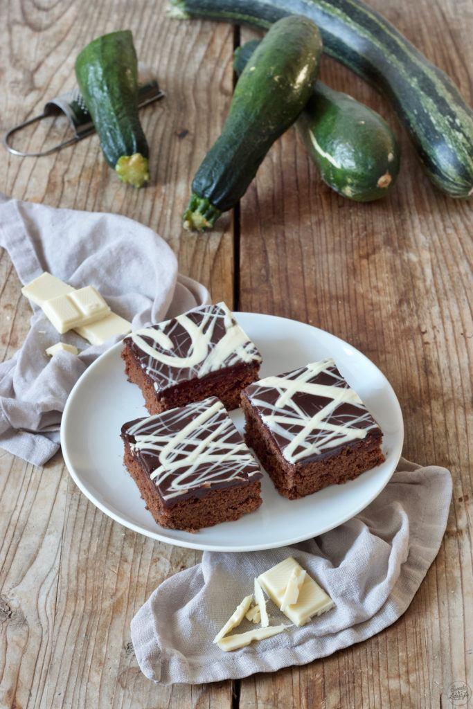 Saftiger Schoko-Zucchinikuchen mit Schokoglasur nach einem Rezept von Sweets & Lifestyle®