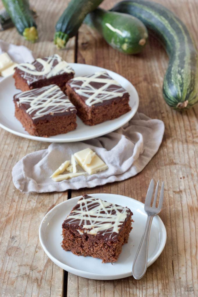 Saftiger Schoko-Zucchinikuchen vom Blech mit Schokoglasur nach einem Rezept von Sweets & Lifestyle®