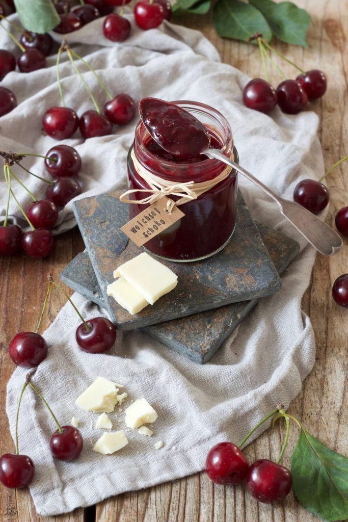 Sauerkirschmarmelade mit weisser Schokolade nach einem Rezept von Sweets & Lifestyle®