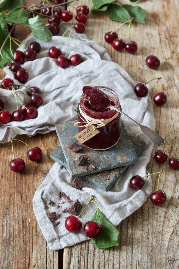 Sauerkirschmarmelade mit dunkler Schokolade nach einem Rezept von Sweets & Lifestyle®