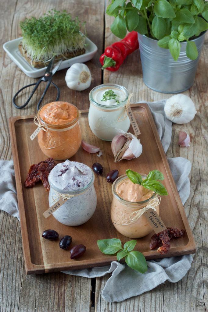 Schafskäsedip mit getrockneten Tomaten als eine leckere Variante eines Schafkäsedips von Sweets & Lifestyle®