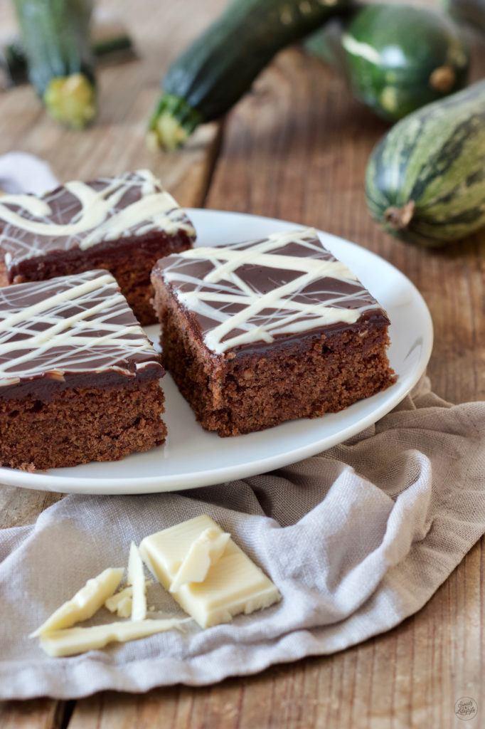 Saftiger Schoko-Zucchinikuchen vom Blech nach einem Rezept von Sweets & Lifestyle®