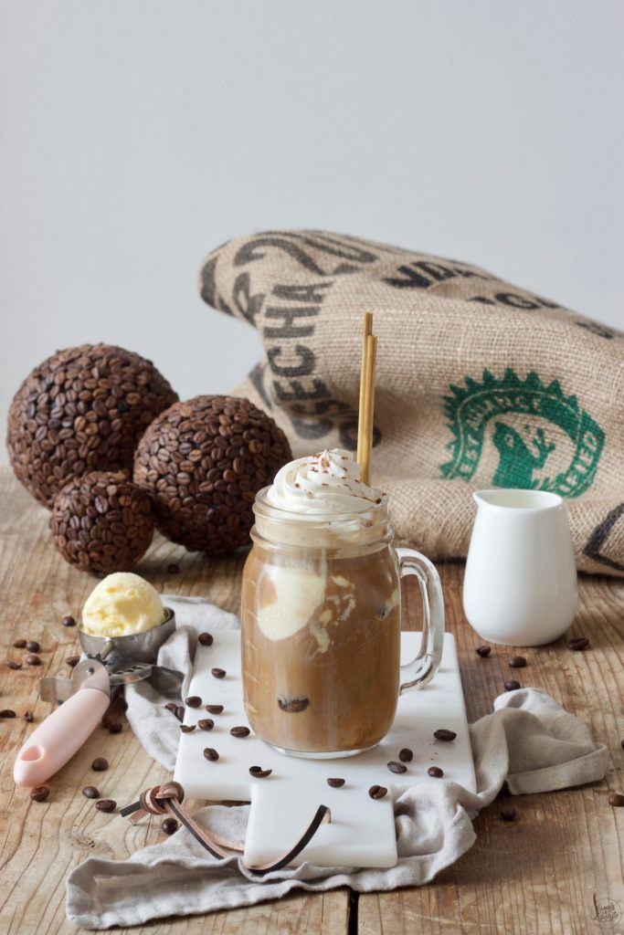 Selbst gemachter Eiskaffee mit Vanilleeis nach einem Rezept von Sweets & Lifestyle®