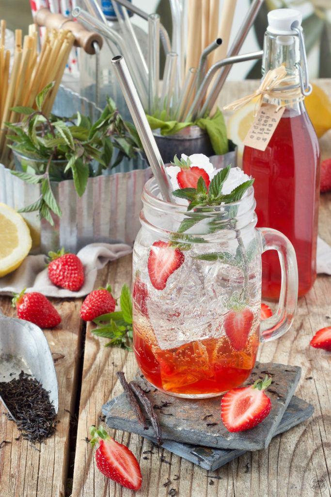 Trinkhalm aus rostfreiem Edelstahl im Erdbeereistee von Sweets & Lifestyle®