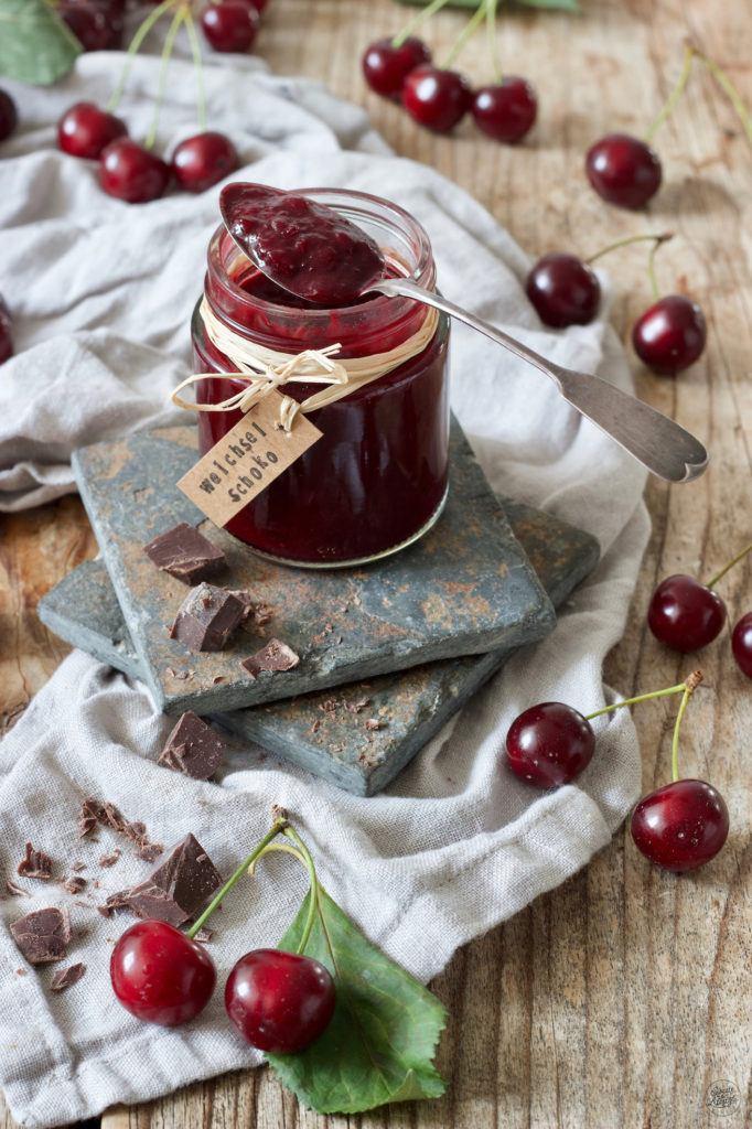 Weichselmarmelade mit Zartbitterschokolade verfeinert nach einem Rezept von Sweets & Lifestyle®