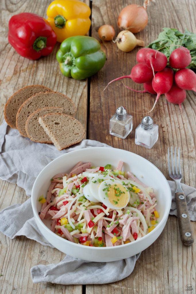 Wurstsalat mit Käse und Paprika nach einem köstlichen Rezept von Sweets & Lifestyle®
