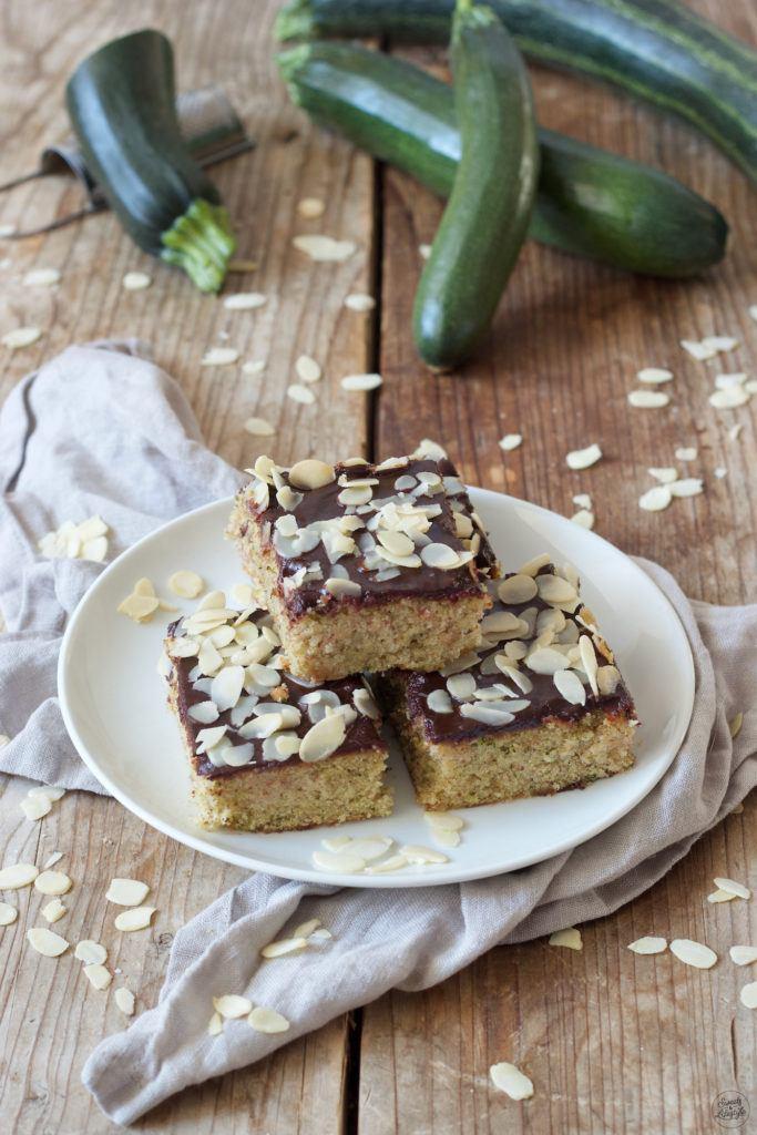 Saftiger Zucchinikuchen als Blechkuchen nach einem Rezept von Sweets & Lifestyle®