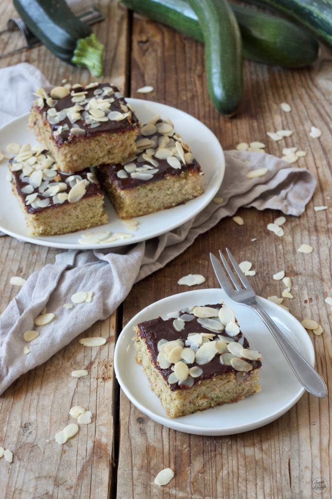 Saftiger Zucchinikuchen vom Blech mit Schokoladenglasur nach einem Rezept von Sweets & Lifestyle®