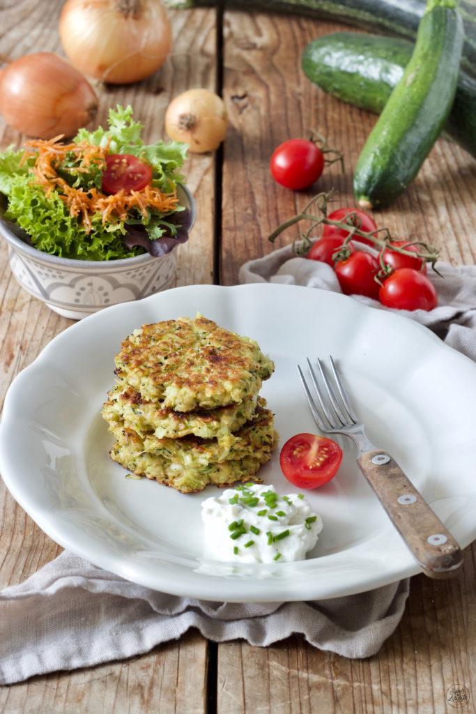 Schnelle Zucchinipuffer ohne Mehl nach einem Rezept von Sweets & Lifestyle®