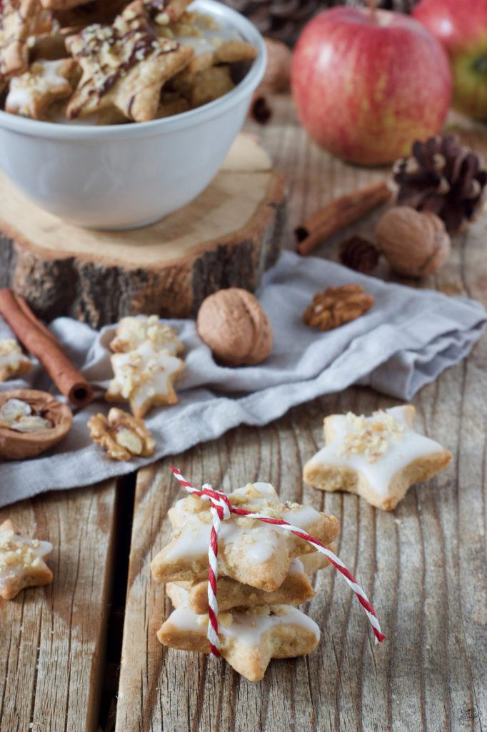 Apfel-Zimt-Kekse mit Walnüssen und Zuckerguss als Weihnachtskekse nach einem Rezept von Sweets & Lifestyle®