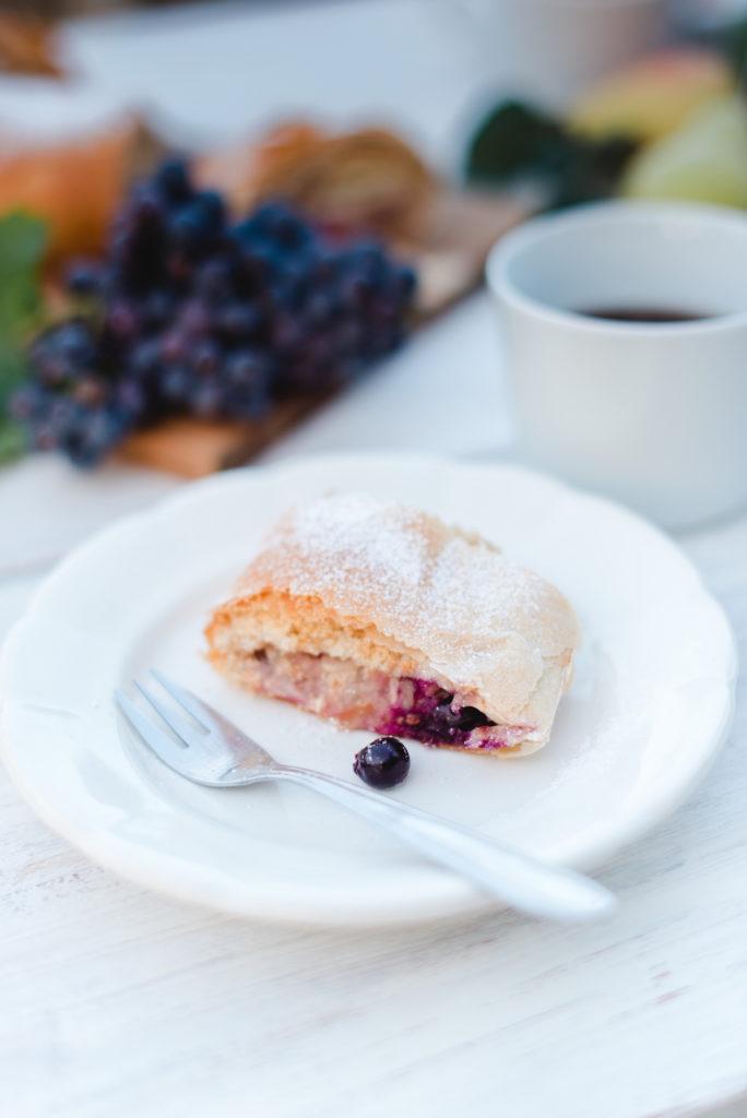 Birnenstrudel mit Weintrauben nach einem Rezept von Sweets & Lifestyle®