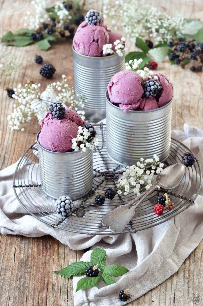 Leckeres Brombeereis Rezept von Sweets & Lifestyle®