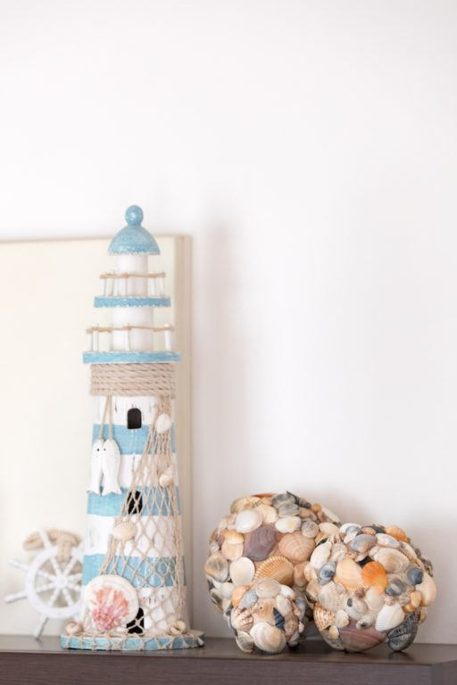 Selbst gemachte Dekokugeln aus Muscheln aus dem Urlaub