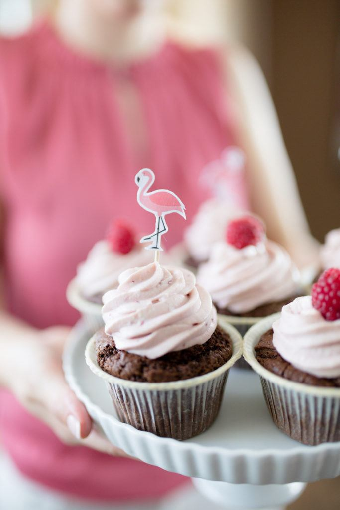 Himbeer Cupcakes mit Flamingo Cupcake Topper