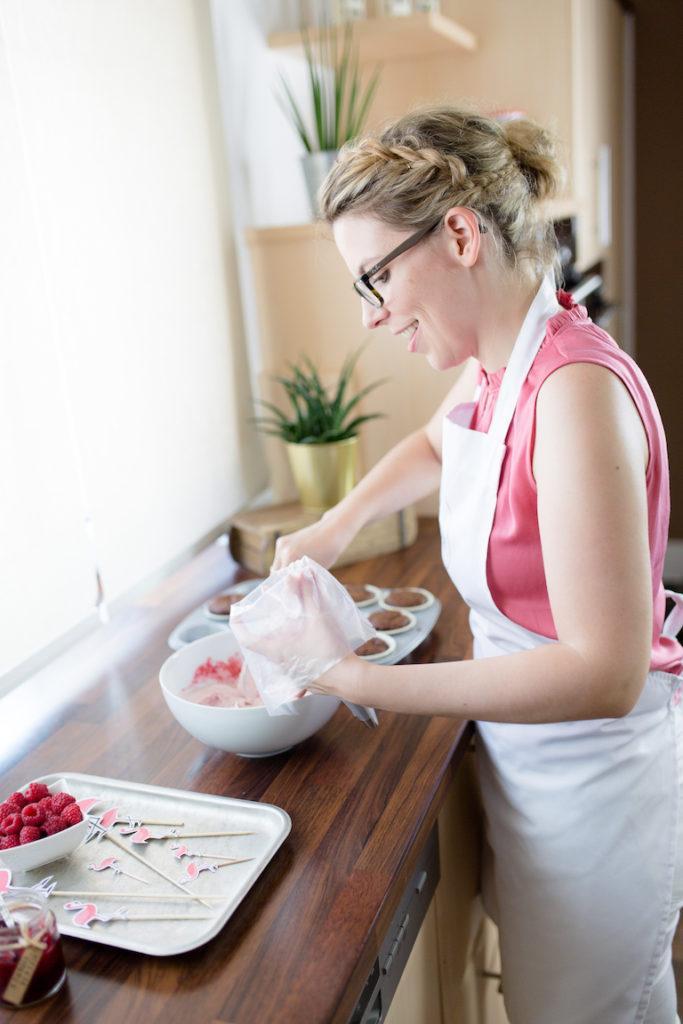 Himbeer Topping von Sweets & Lifestyle® für ihre köstlichen Schoko-Himbeer-Cupcakes