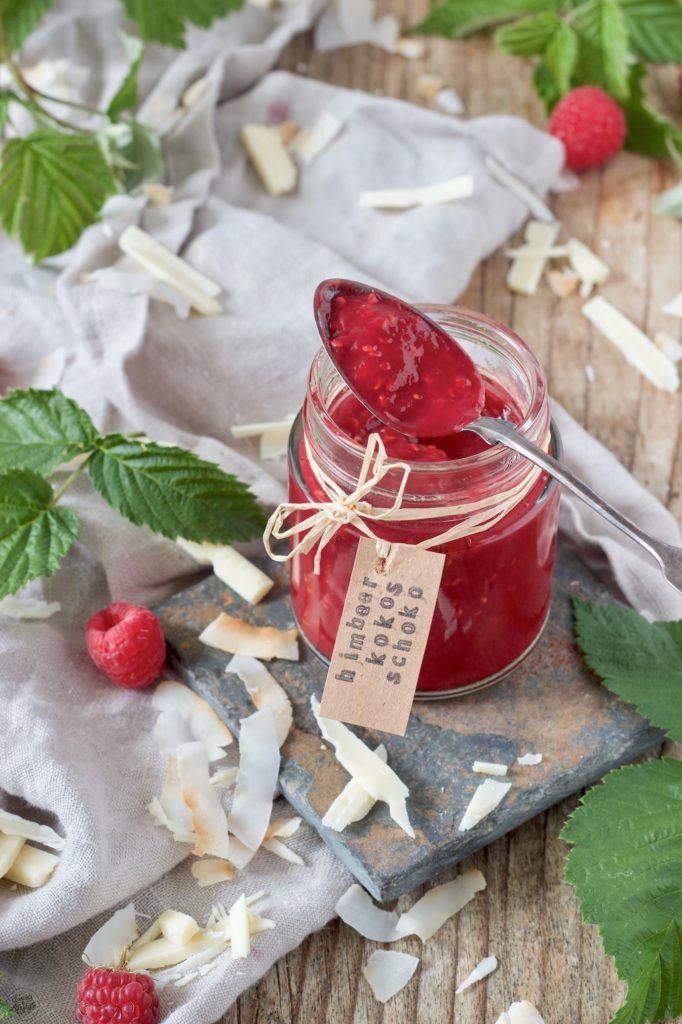 Fruchtige Himbeermarmelade mit Kokosmilch und weißer Schokolade ohne Gelierzucker hergestellt von Sweets & Lifestyle®