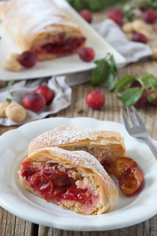 Kriecherlstrudel mit Amarettinibrösel von Sweets & Lifestyle®