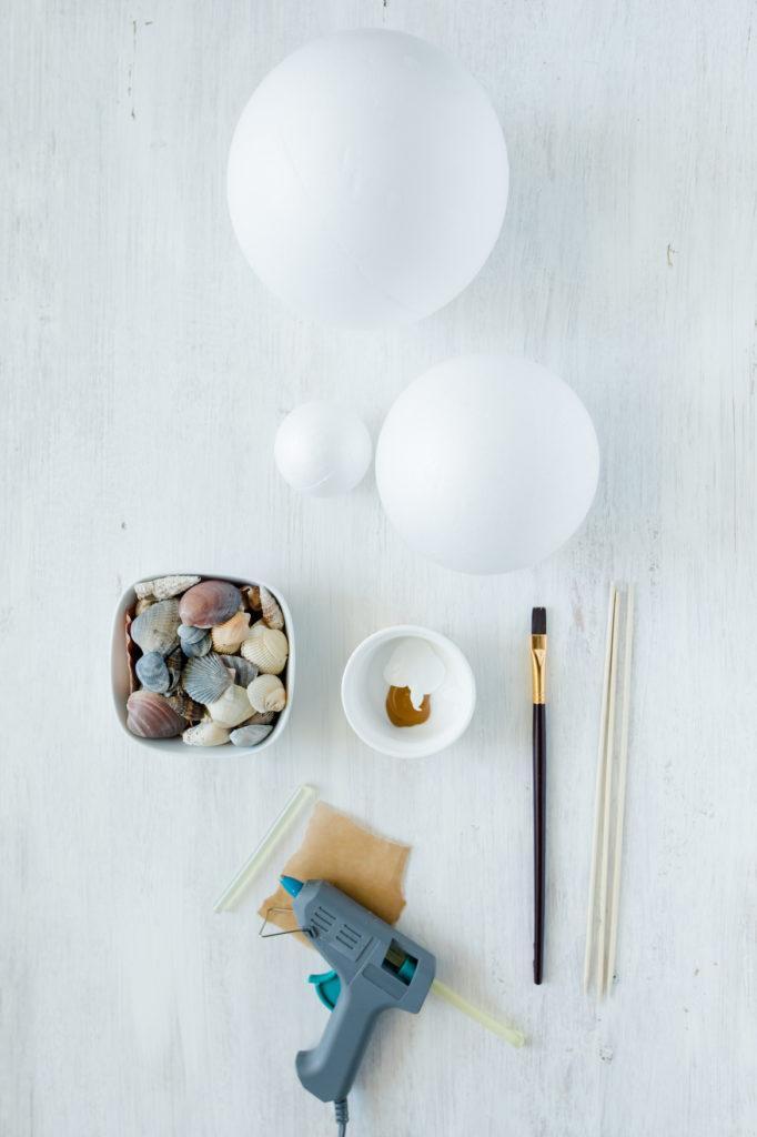 Materialien für die Dekokugeln mit Muscheln von Sweets & Lifestyle®