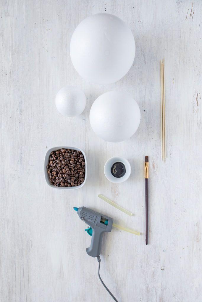 Materialien zum basteln der Dekokugeln aus Kaffeebohnen von Sweets & Lifestyle®