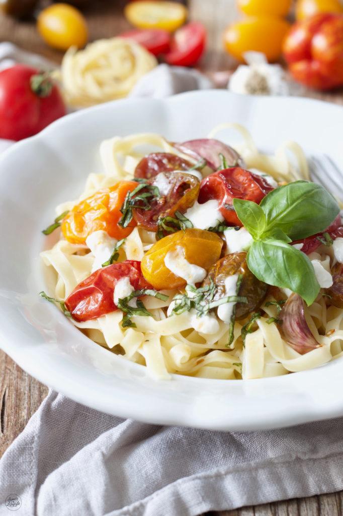 Pasta mit bunten karamellisierten Tomaten aus dem Ofen nach einem Rezept von Sweets & Lifestyle®