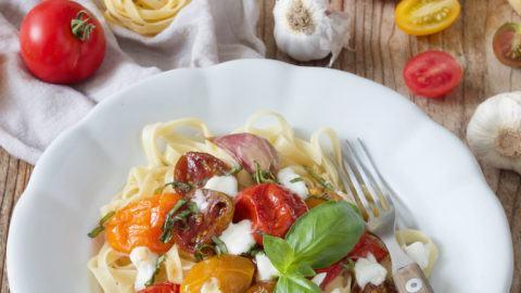 Pasta mit karamellisierten Tomaten